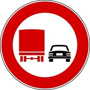 cartello cartello divieto sorpasso per autocarri che superano 3,5 T