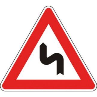 cartello doppia curva la prima a sinistra