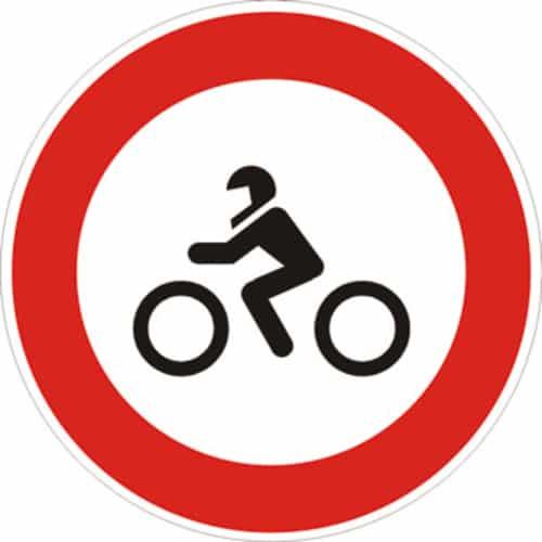 cartello transito vietato ai motocicli
