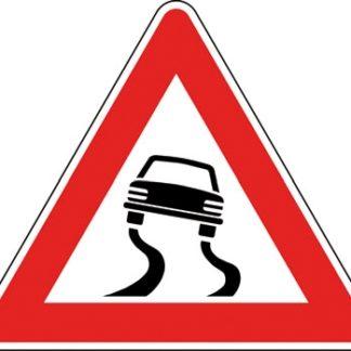 cartello strada sdrucciolevole