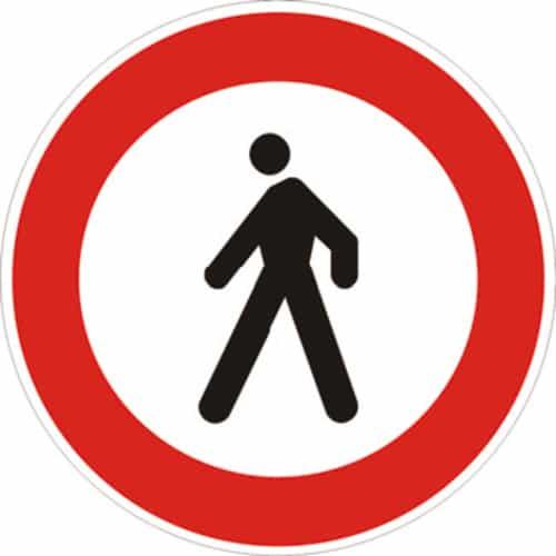 cartello transito vietato ai pedoni